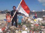 Viral, Nyanyikan Lagu 'Indonesia Raya' Ditengah-tengah Tumpukan Sampah