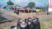 Perangi Sampah Plastik, Warga di Bantaeng Bersihkan Pesisir Pantai