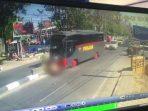 BREAKING NEWS: Bus Milik Polisi di Takalar Tabrak Pengendara Pelajar