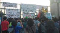 Tolak RKUHP, UU KPK, Spanduk 'Gedung Ini Disita Mahasiswa' Terbentang di DPR RI