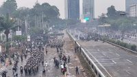 Sementara Badan Eksekutif Mahasiswa (BEM) seluruh Indonesia dan BEM Nusantara. Polda Metro Jaya larang mahasiswa demo jelang pelantikan untuk menjaga situasi.