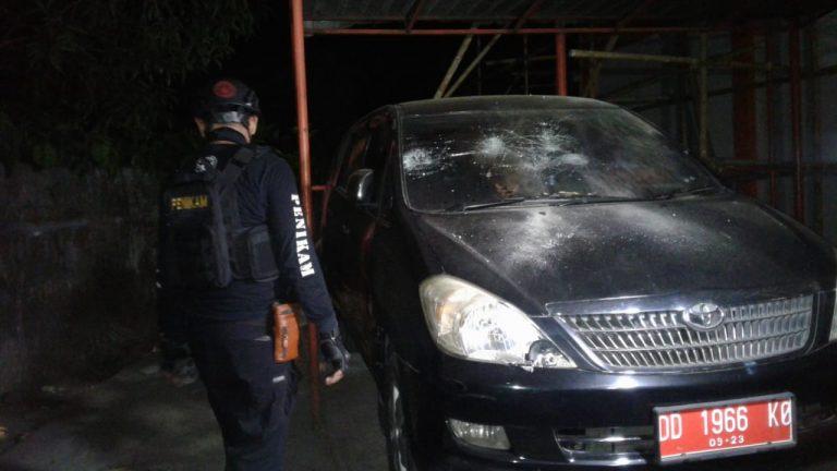 Motor Dibakar, Mobil Dinas Hancur Saat Bentrok Berlangsung di Kampus UNM