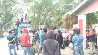 MassaPendukung Cakades Lebangmanai Jeneponto Unjuk Rasa di Kantor PMD