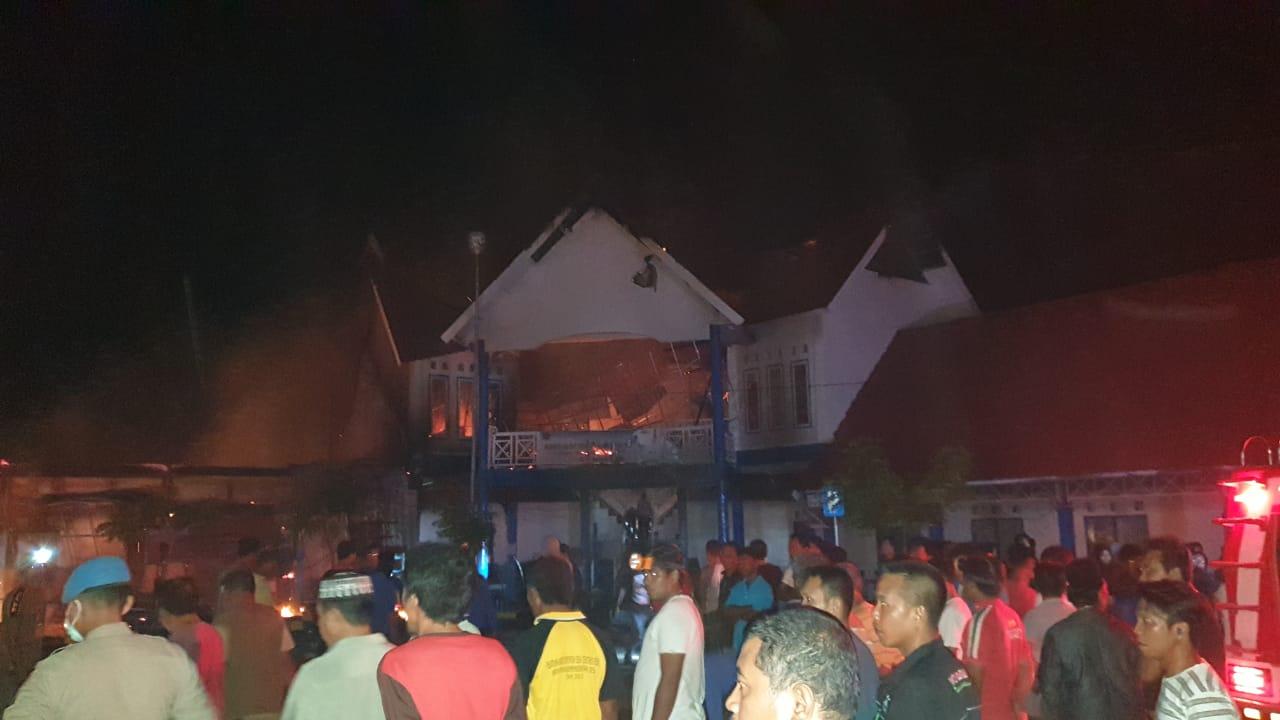Kebakaran di Pelabuhan Selayar Hanguskan 6 Kios