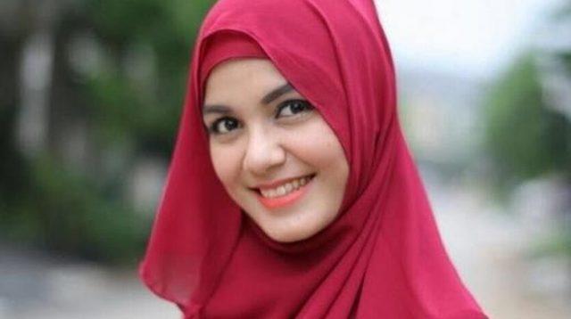 Artis Ini Berhenti Syuting Karena Tahu Islam Tak Suka Berakting