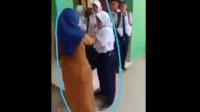 Tak Terima Gawainya Disita, Siswi SMP di Bulukumba Adu Jotos dengan Guru