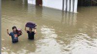 Jakarta Dilanda Banjir, Perabot Hingga Mobil Rian D'Masiv Tenggelam