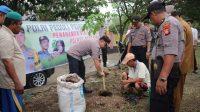 Kapolres Bantaeng Bersama Kapolsek Eremerasa Gelar Tanam Pohon