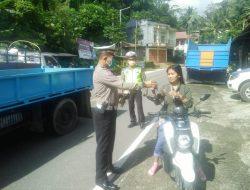 Hari ke enam Ops Keselamatan Lipu 2020, Wakil Bupati Tana Toraja Turut Berpartisipasi Lakukan Bagi Bagi Masker