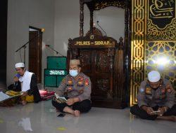 Imbangi Tugas dengan Ibadah, Polres Sidrap Gelar Yasinan dan Doa Bersama di Masjid
