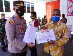 Kodim 0736 Batang dan Polres Batang Salurkan Bantuan Tunai  ke Pedagang Kaki Lima